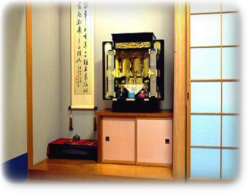 伝統的な金仏壇から